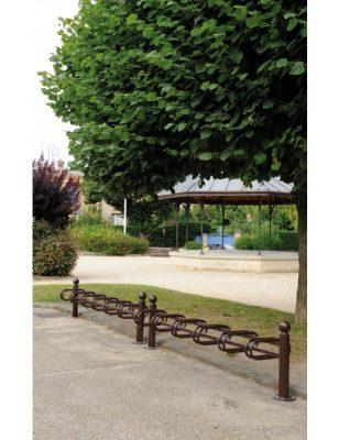 Support cycle déco dans un parc
