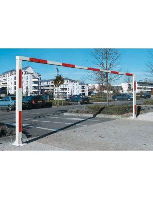 Portique fixe devant parking