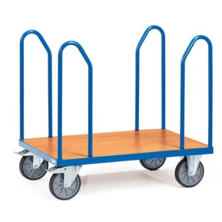 Chariot pour stocker et déplacer les rouleaux de moquette